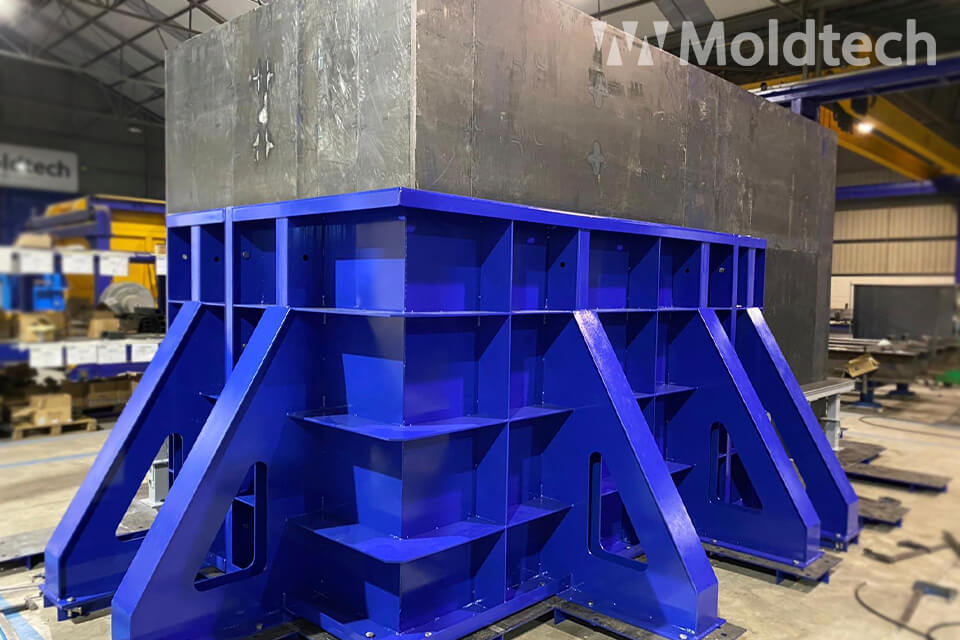MOLD OF PRECAST CULVERT WING-WALLS IN CANADA