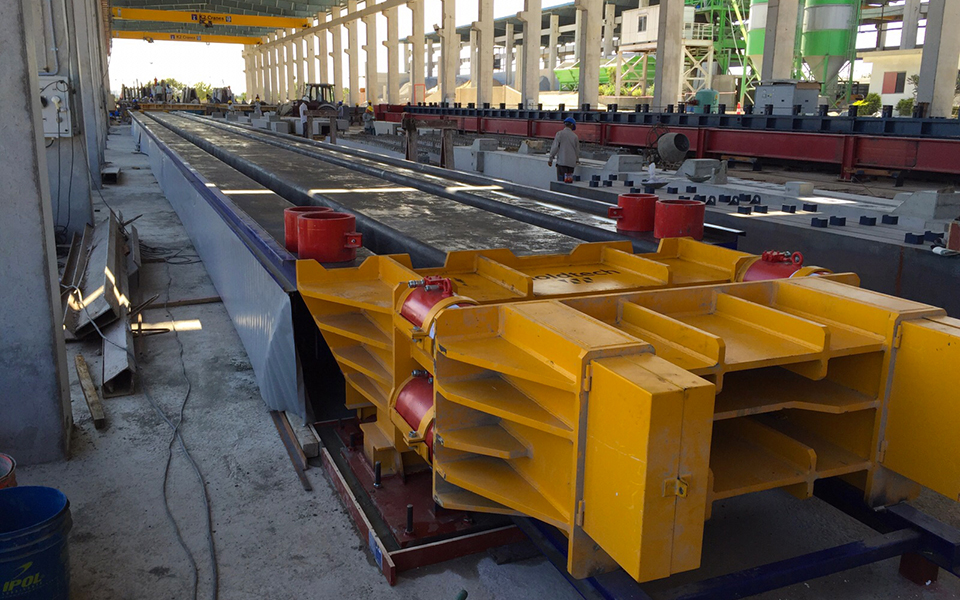 Self-supporting moulds for TT slabs