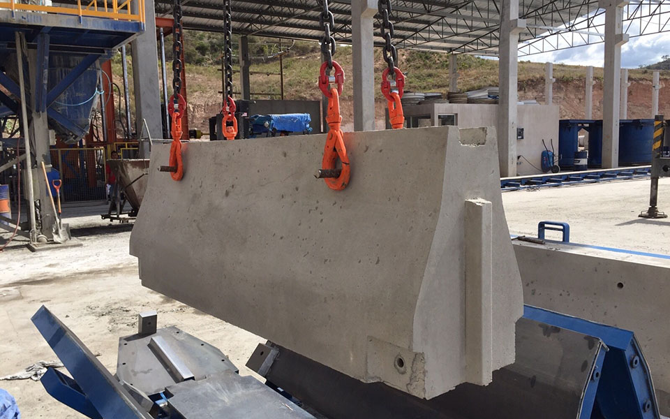 Moulds for new jersey barriers and parapets