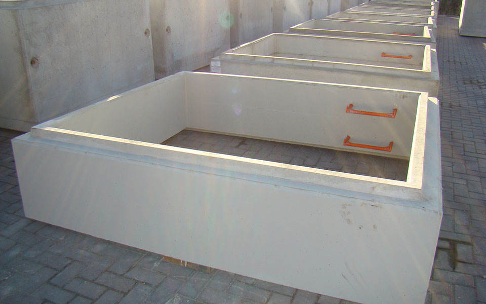 Mould for manholes