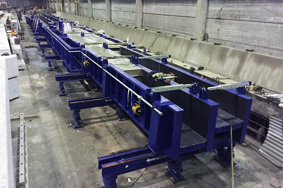 Automatic moulds for columns